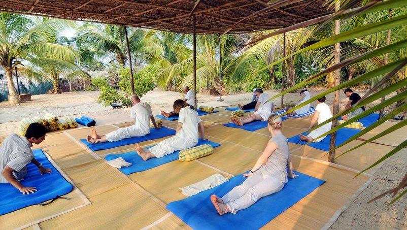 Yoga im geschützte Außenbereich