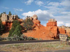Das Eingangsschild zum Bryce Canyon Nationalpark.